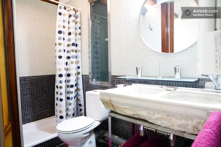 Baño recuperado Colonial style bathroom by Upper Design by Fernandez Architecture Firm Colonial