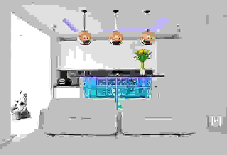 Salas de estar minimalistas por Hunter design Minimalista Vidro