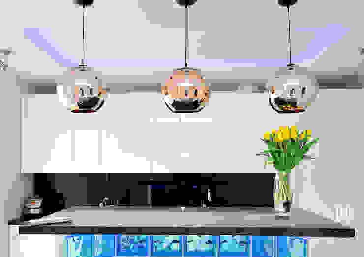 Cozinhas minimalistas por Hunter design Minimalista Vidro