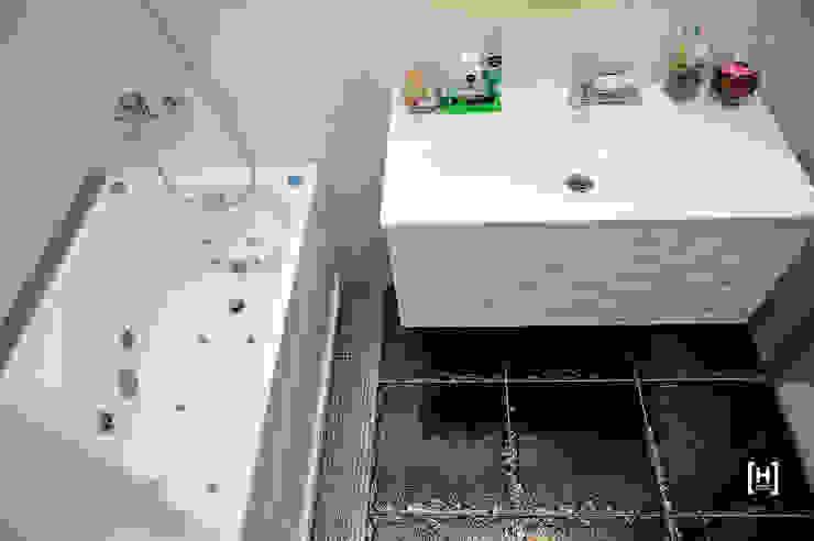 Minimalist bathroom by Hunter design Minimalist Ceramic