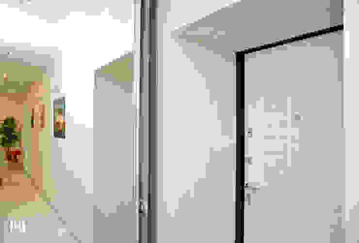 Minimalist corridor, hallway & stairs by Hunter design Minimalist Natural Fibre Beige