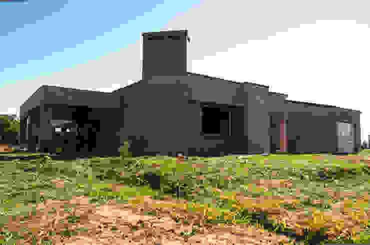 Rumah Modern Oleh norte.ARQ Modern Batu Bata