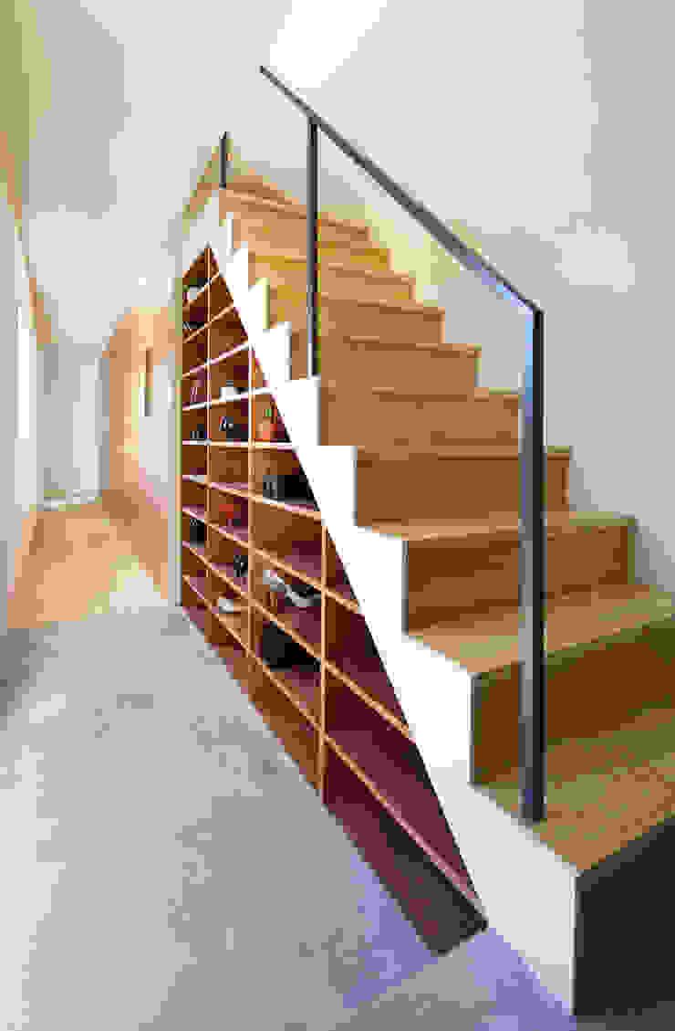 KMA しかくい空 モダンスタイルの 玄関&廊下&階段 の 板元英雄建築設計事務所 モダン