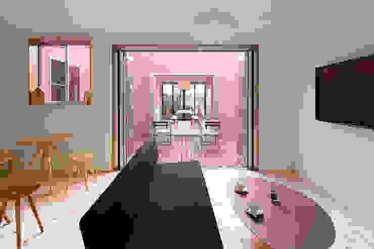 KMA しかくい空 モダンデザインの リビング の 板元英雄建築設計事務所 モダン
