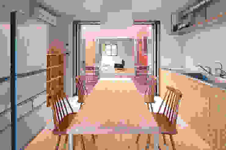 KMA しかくい空 モダンな キッチン の 板元英雄建築設計事務所 モダン