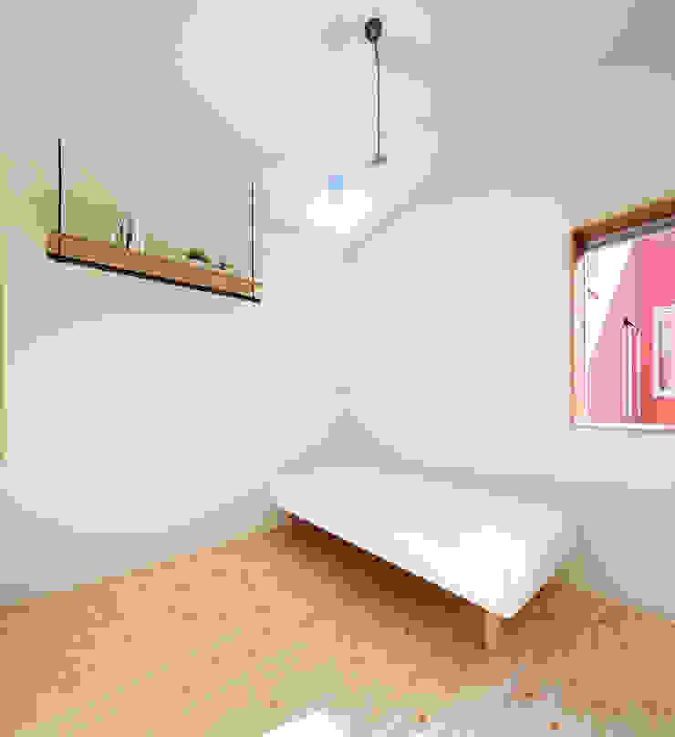 KMA しかくい空 モダンスタイルの寝室 の 板元英雄建築設計事務所 モダン
