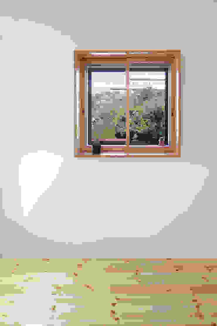 KMA しかくい空 モダンな 窓&ドア の 板元英雄建築設計事務所 モダン