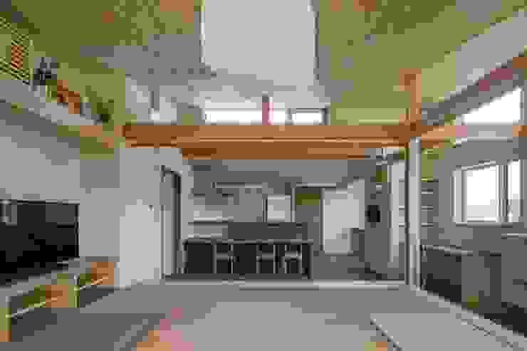 庭を楽しみながら暮らす家 カントリーデザインの ダイニング の アトリエグローカル一級建築士事務所 カントリー