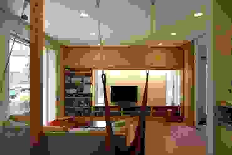 風が通り抜ける家 カントリーデザインの リビング の アトリエグローカル一級建築士事務所 カントリー