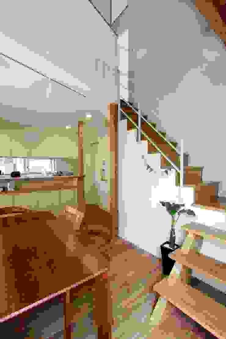 風が通り抜ける家 カントリースタイルの 玄関&廊下&階段 の アトリエグローカル一級建築士事務所 カントリー