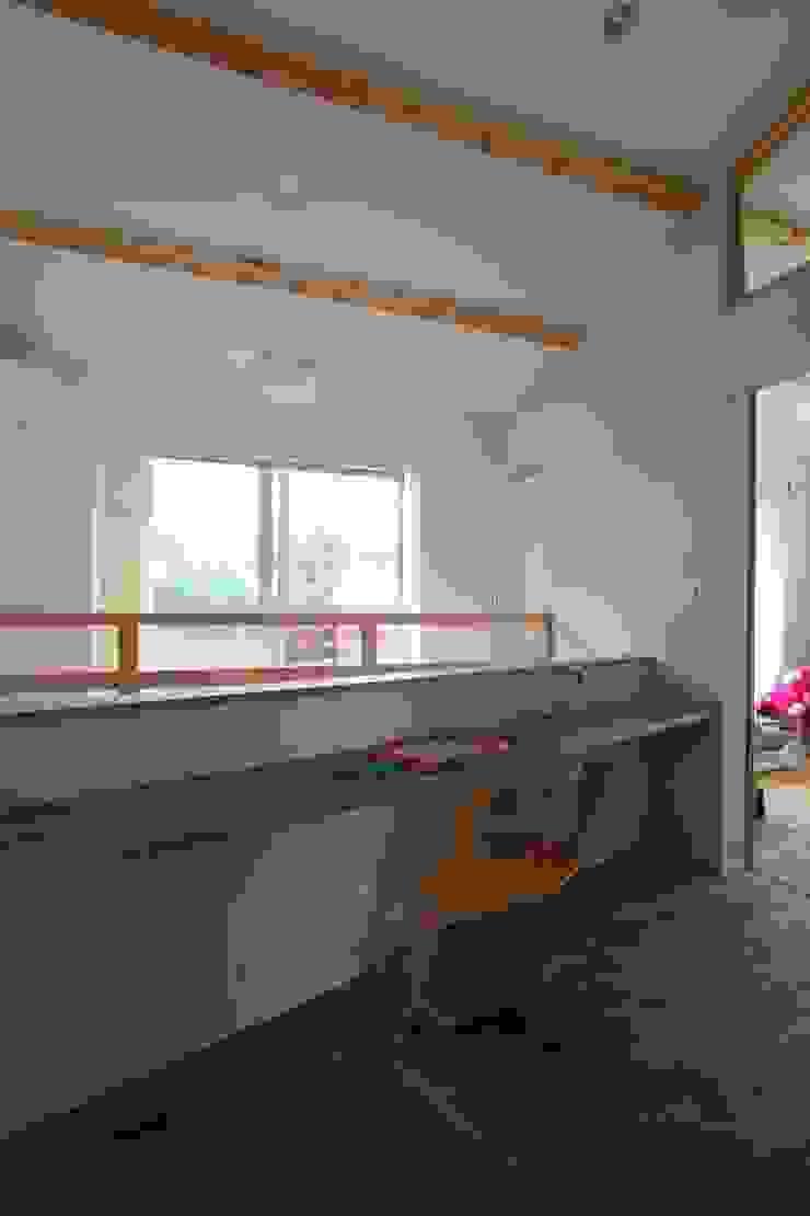 風が通り抜ける家 カントリーデザインの 多目的室 の アトリエグローカル一級建築士事務所 カントリー