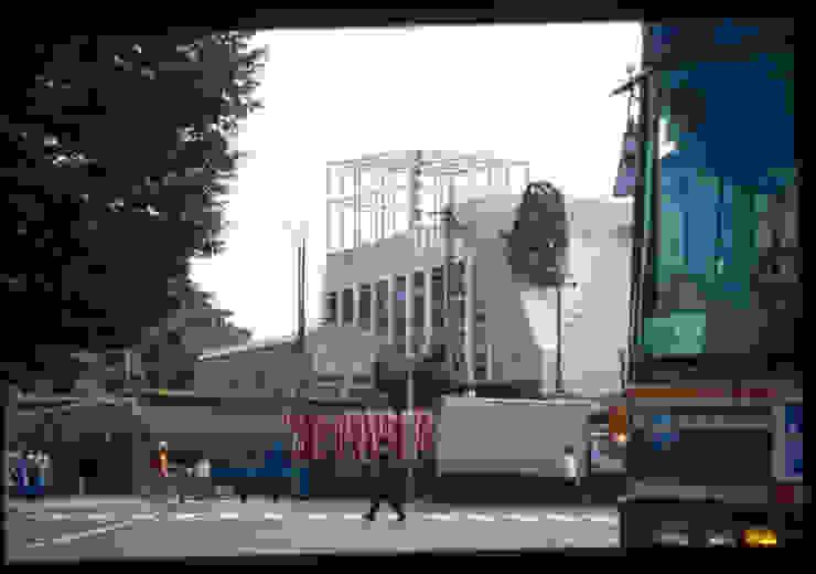駅から見る外観 の Guen BERTHEAU-SUZUKI Co.,Ltd. モダン