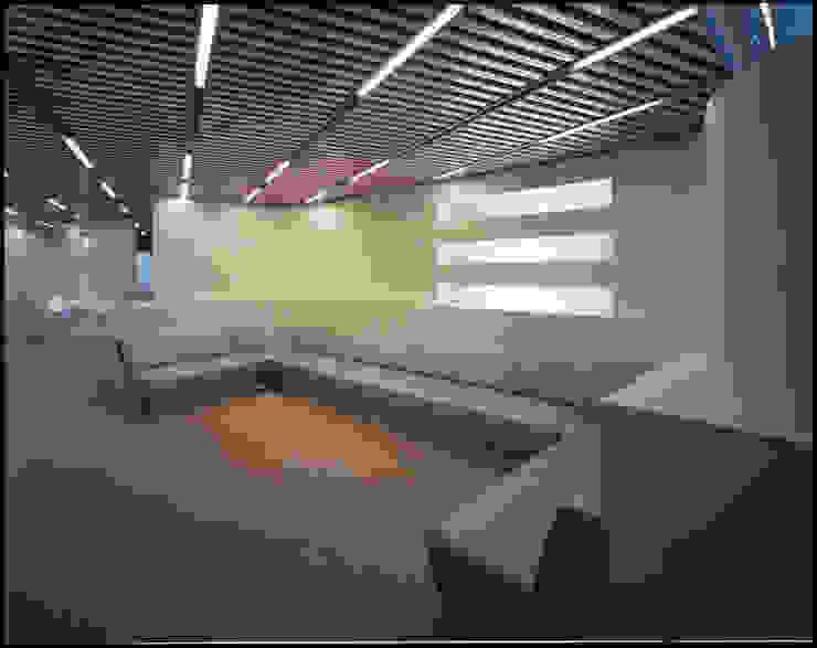 1階待ち合いコーナー の Guen BERTHEAU-SUZUKI Co.,Ltd. モダン