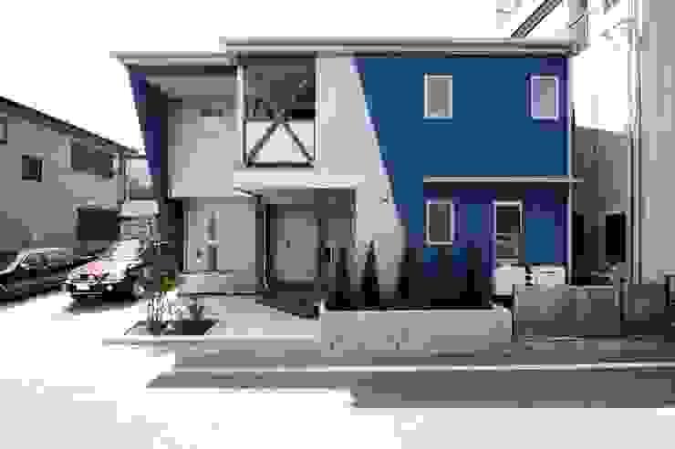 青い舎 モダンな 家 の MAKI SPACE DESIGN モダン
