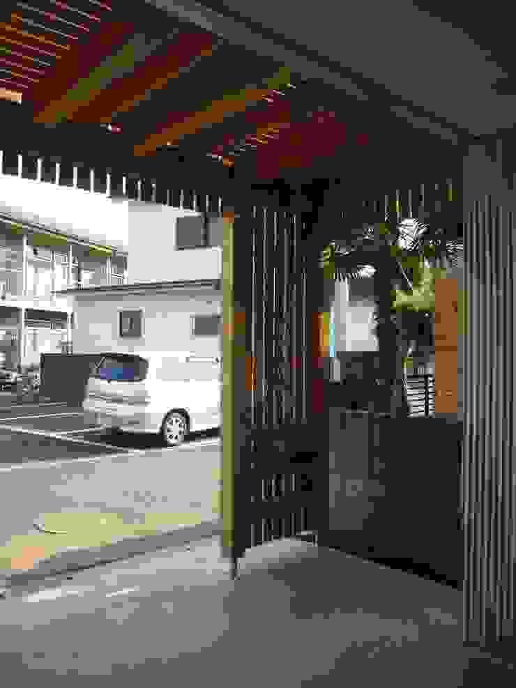 小形徹*小形祐美子 プラス プロスペクトコッテージ 一級建築士事務所 Couloir, entrée, escaliers modernes Bois Effet bois
