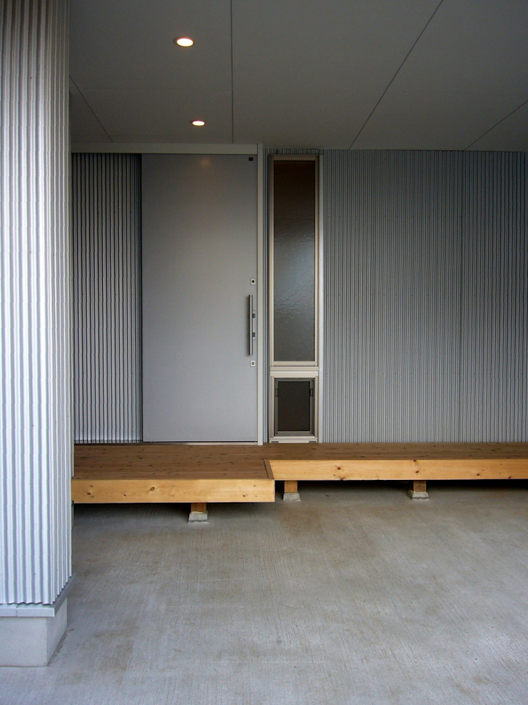 Moderner Flur, Diele & Treppenhaus von 小形徹*小形祐美子 プラス プロスペクトコッテージ 一級建築士事務所 Modern Eisen/Stahl