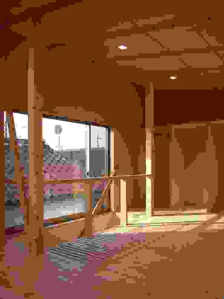 Moderne slaapkamers van 小形徹*小形祐美子 プラス プロスペクトコッテージ 一級建築士事務所 Modern Hout Hout