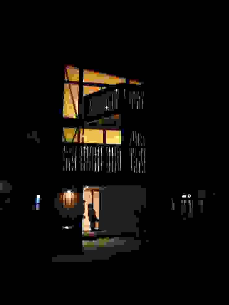 Moderne huizen van 小形徹*小形祐美子 プラス プロスペクトコッテージ 一級建築士事務所 Modern Hout Hout