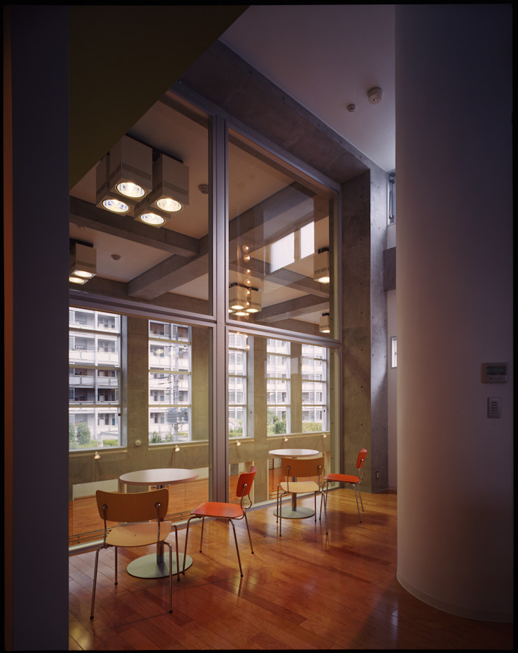 3階の二つ目の見学コーナー の Guen BERTHEAU-SUZUKI Co.,Ltd. モダン