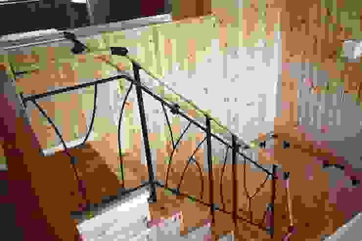 アイアン手摺 和風の 玄関&廊下&階段 の 竹内村上ATELIER 和風 鉄/鋼
