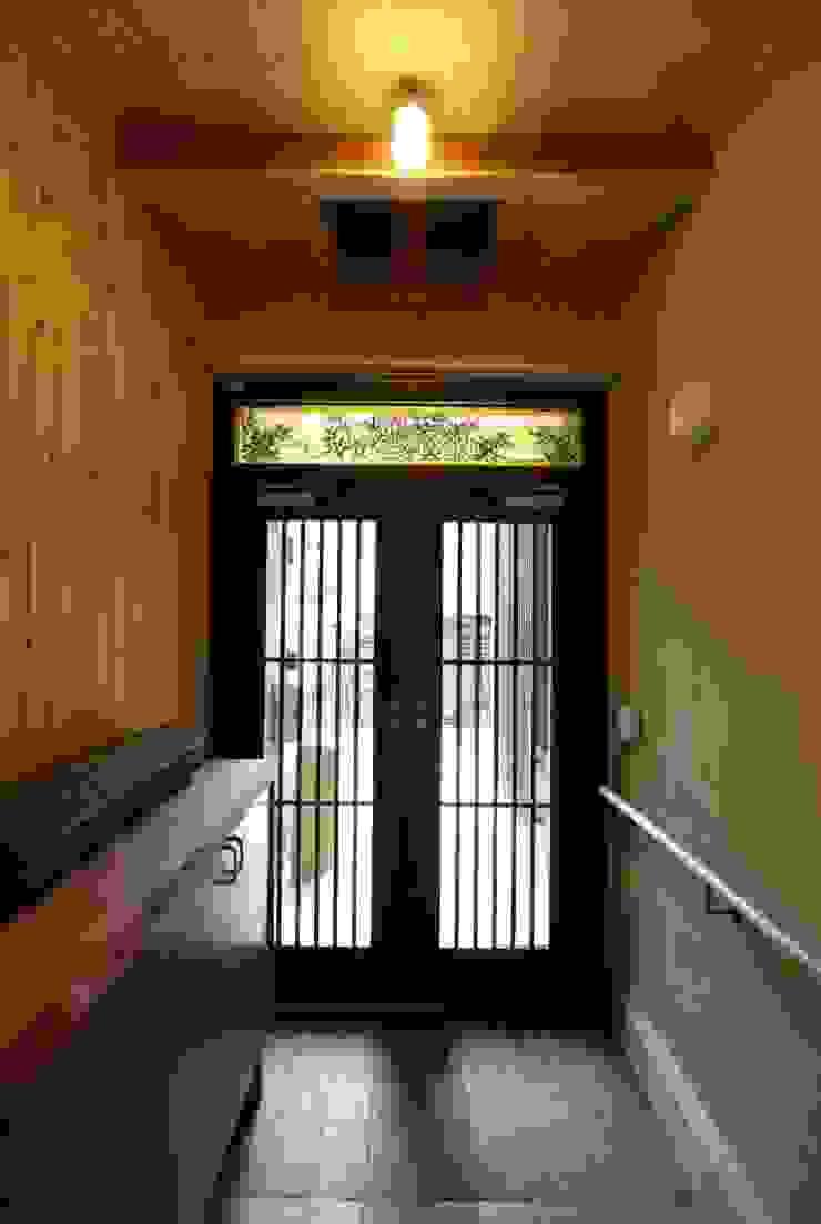 玄関 和風の 玄関&廊下&階段 の 竹内村上ATELIER 和風 木 木目調