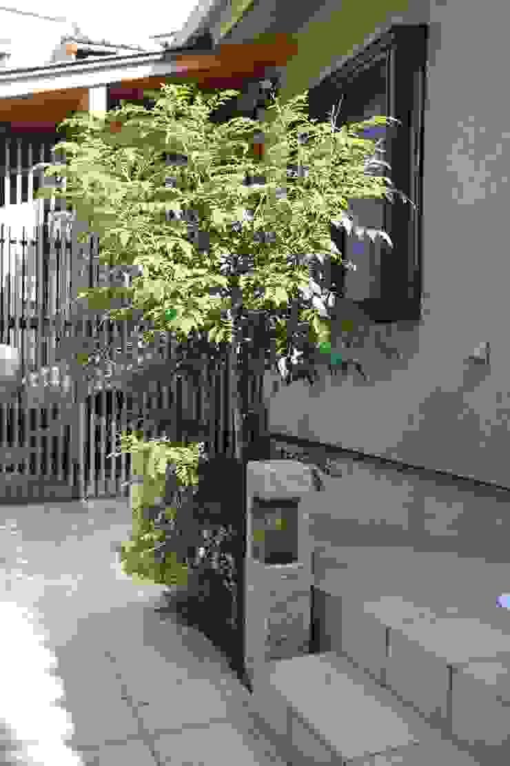 アプローチ石柱 和風の 玄関&廊下&階段 の 竹内村上ATELIER 和風 石
