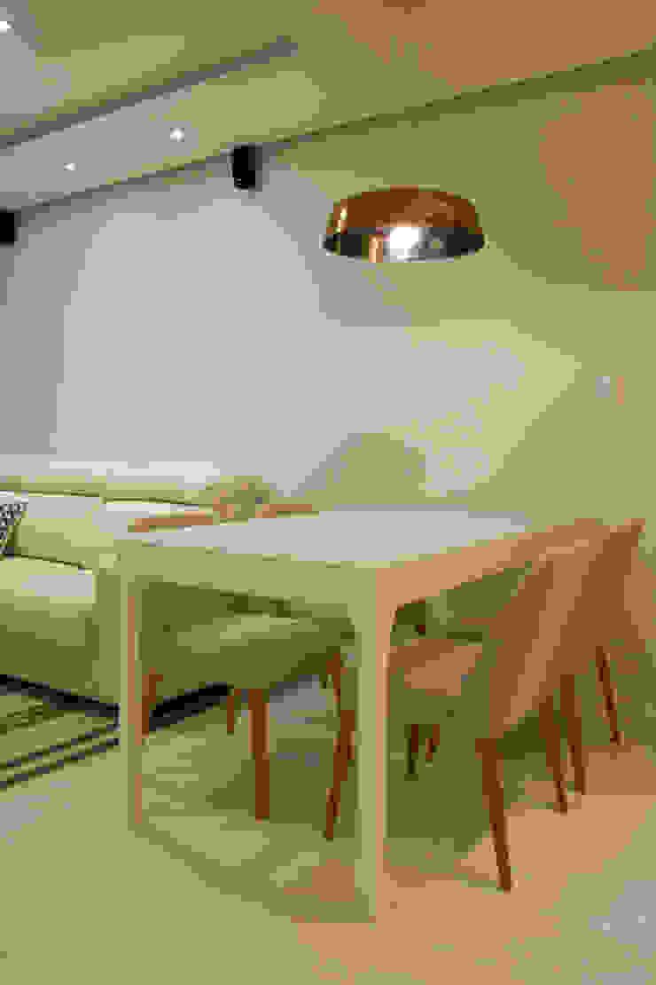 ARQ Ana Lore Burliga Miranda Minimalist dining room Flax/Linen Grey