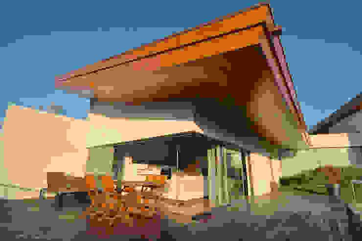 House SM Feira Varandas, marquises e terraços campestres por Urban Core Campestre
