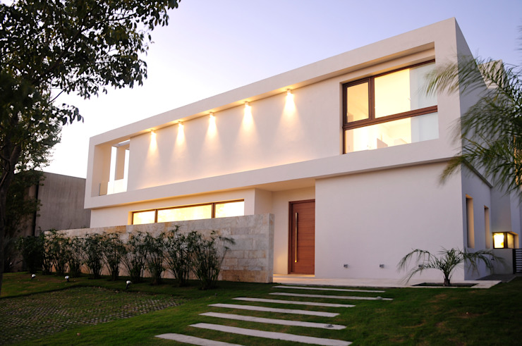 by Ramirez Arquitectura Сучасний Камінь