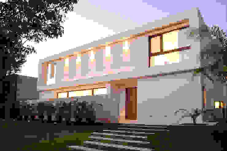 Entrance de Ramirez Arquitectura Moderno Piedra