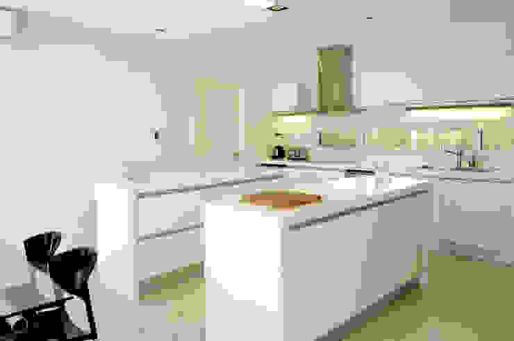 Ramirez Arquitectura Cozinhas modernas Pedra Calcária Branco
