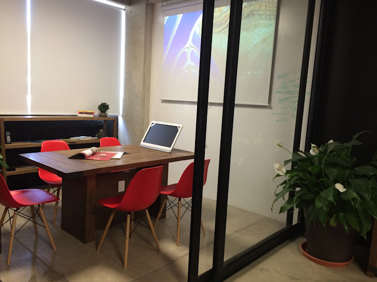 Moderne kantoorgebouwen van VICTORIA PLASENCIA INTERIORISMO Modern Hout Hout