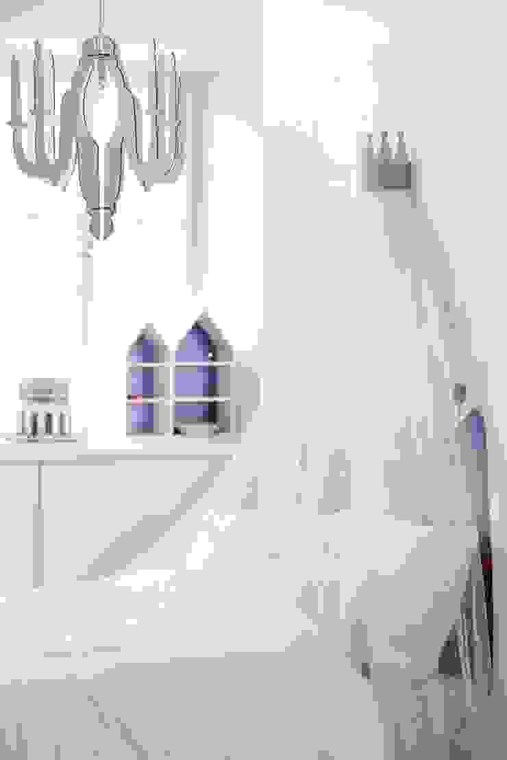 KIDS CONCEPT CHILD FAIRY WOODEN CHANDELIER CEILING LAMP-WHITE Viva Lagoon Ltd 嬰兒/兒童房照明 木頭 White