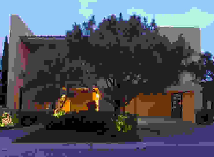 Fachada Casas modernas de VICTORIA PLASENCIA INTERIORISMO Moderno Piedra