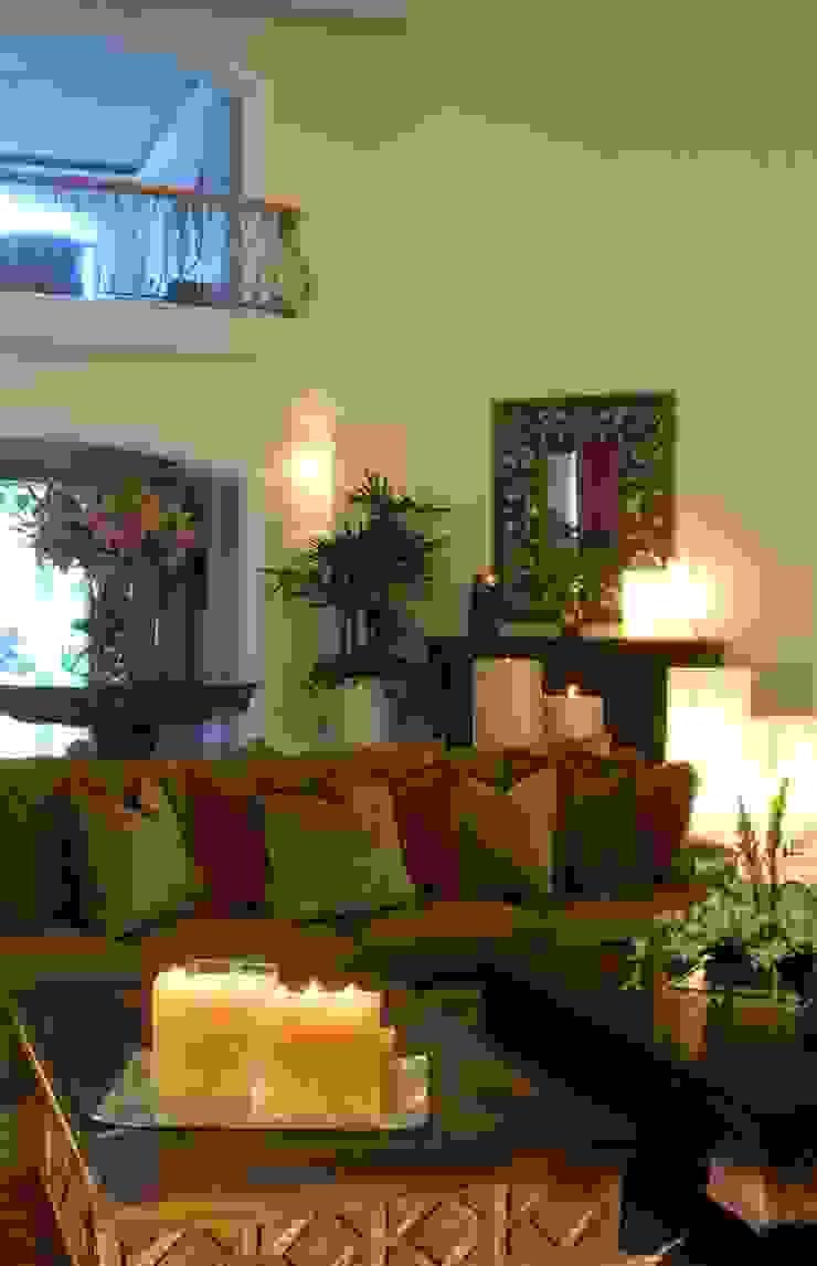 Sala:  de estilo colonial por VICTORIA PLASENCIA INTERIORISMO, Colonial