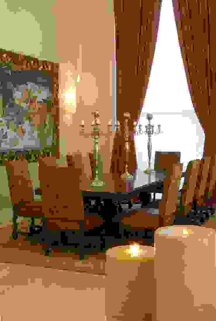 Comedor:  de estilo colonial por VICTORIA PLASENCIA INTERIORISMO, Colonial Madera maciza Multicolor