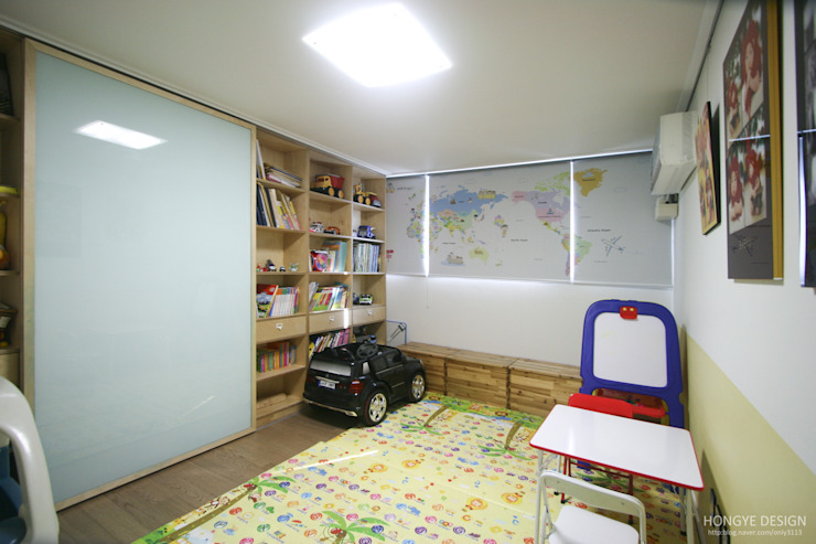 120인치 스크린이 우리집 거실에, 40py 모던한 인테리어 : 홍예디자인의  아이방