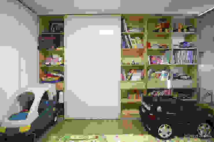 120인치 스크린이 우리집 거실에, 40py 모던한 인테리어 : 홍예디자인의  아이방,모던