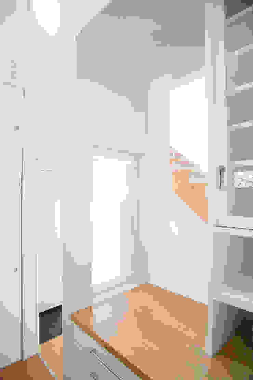 キッチン裏のカウンター オリジナルデザインの キッチン の 優人舎一級建築士事務所 オリジナル