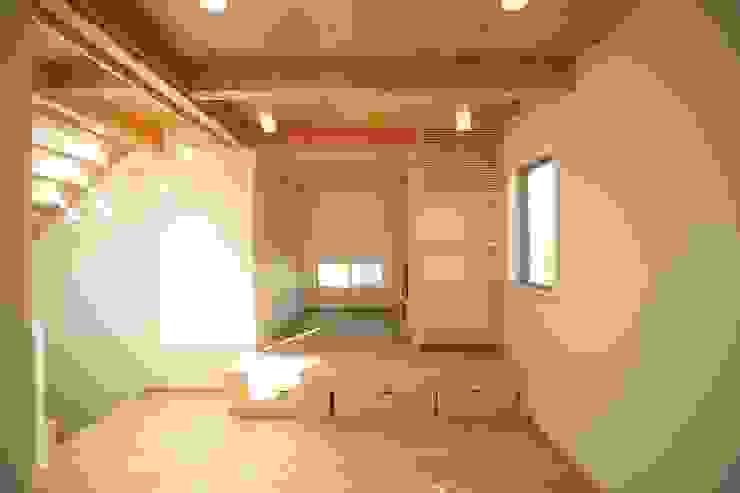 たたみコーナー: 建築工房 at easeが手掛けた現代のです。,モダン