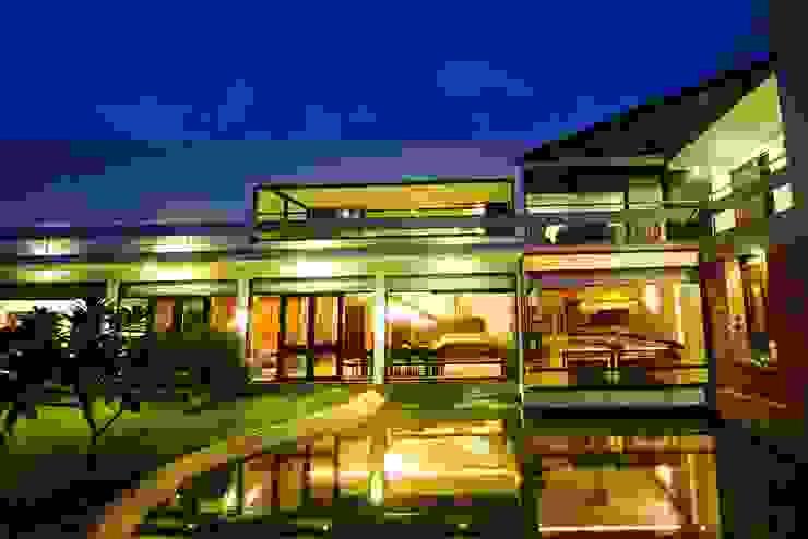 the tropical garden Modern garden by étendre Modern