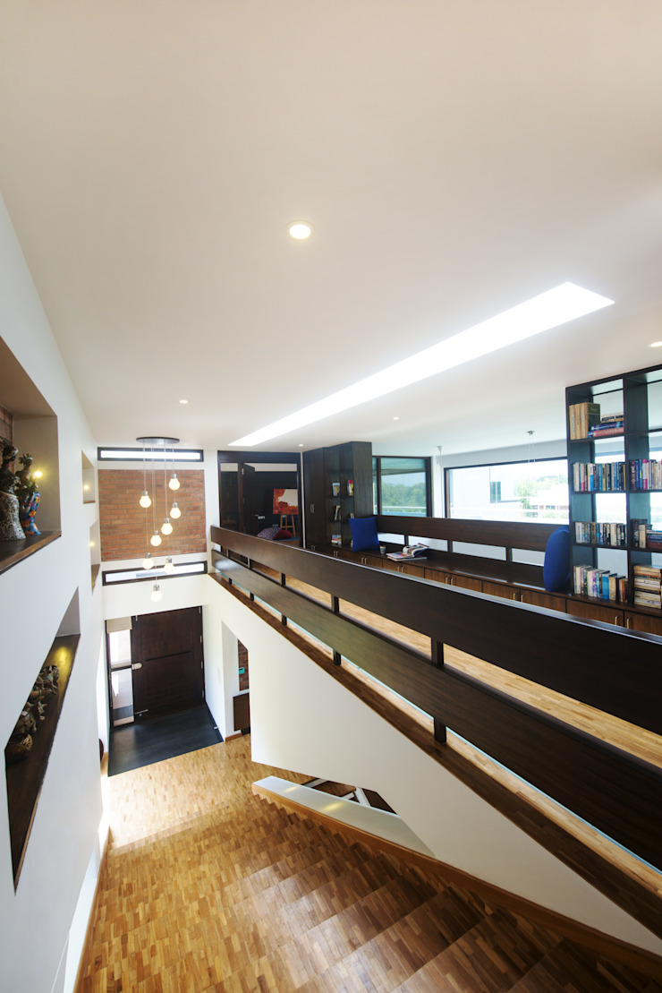 the ante space above Modern corridor, hallway & stairs by étendre Modern Wood Wood effect