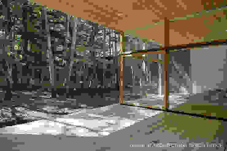 040軽井沢Cさんの家(増築) モダンデザインの テラス の atelier137 ARCHITECTURAL DESIGN OFFICE モダン