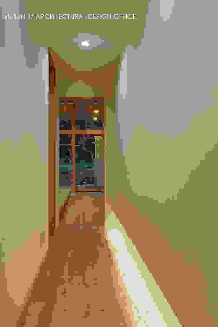 040軽井沢Cさんの家(増築) モダンスタイルの 玄関&廊下&階段 の atelier137 ARCHITECTURAL DESIGN OFFICE モダン