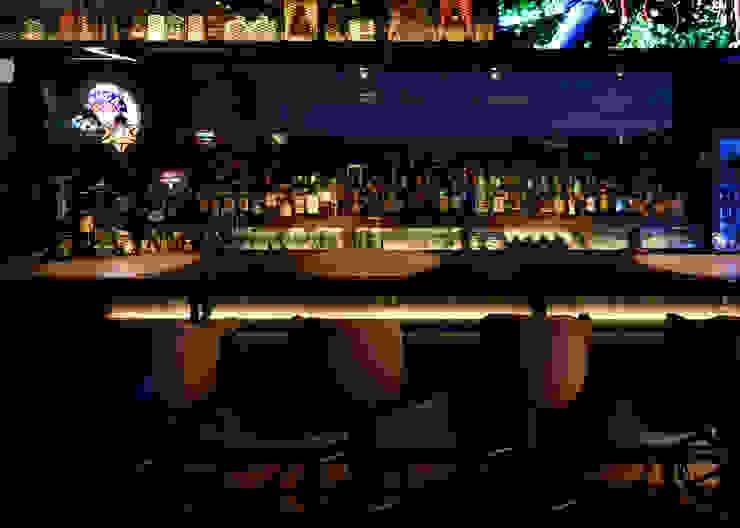 カウンター席: design work 五感+が手掛けたバー & クラブです。,クラシック