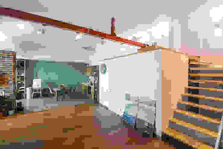 Интерьер студии ул. Дальняя Коридор, прихожая и лестница в стиле лофт от design-bureau 'DEPO' Лофт