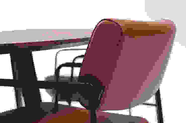 Duck eetkamerstoel: modern  door Harvink, Modern Leer Grijs