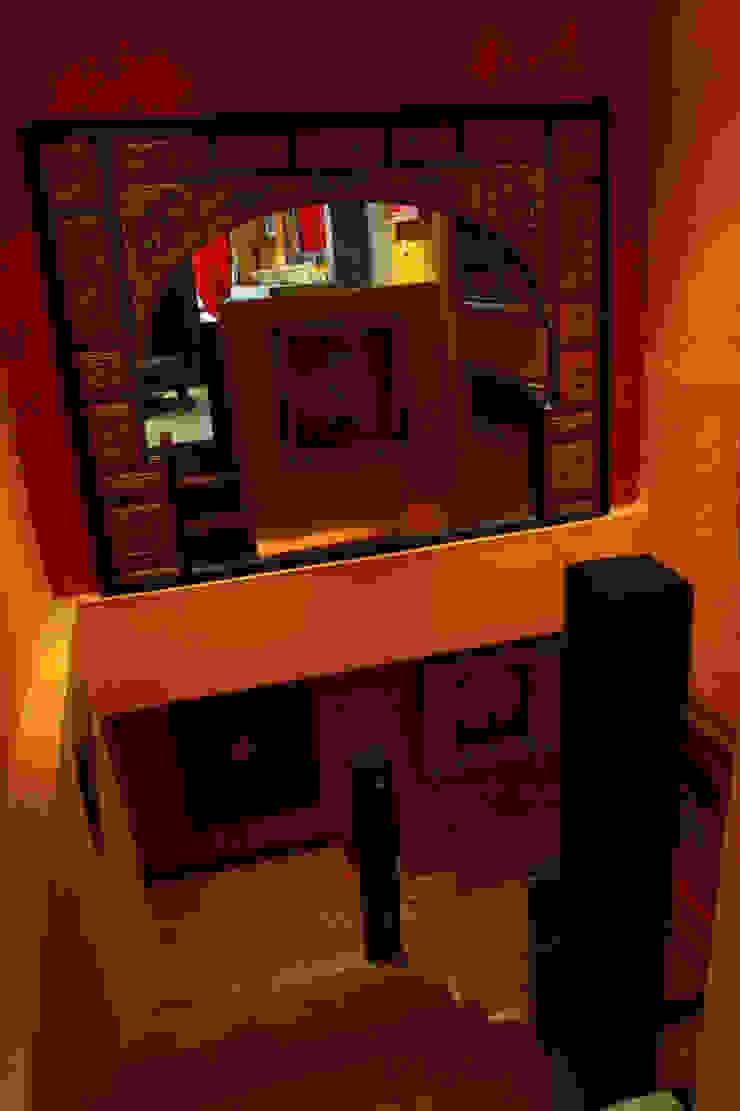 проект реконструкции виллы на о. Бали, 2009 Коридор, прихожая и лестница в азиатском стиле от PK AID Азиатский