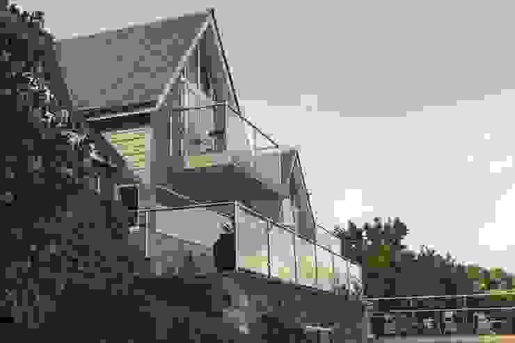Driftwood House, Golant Modern home by Laurence Associates Modern