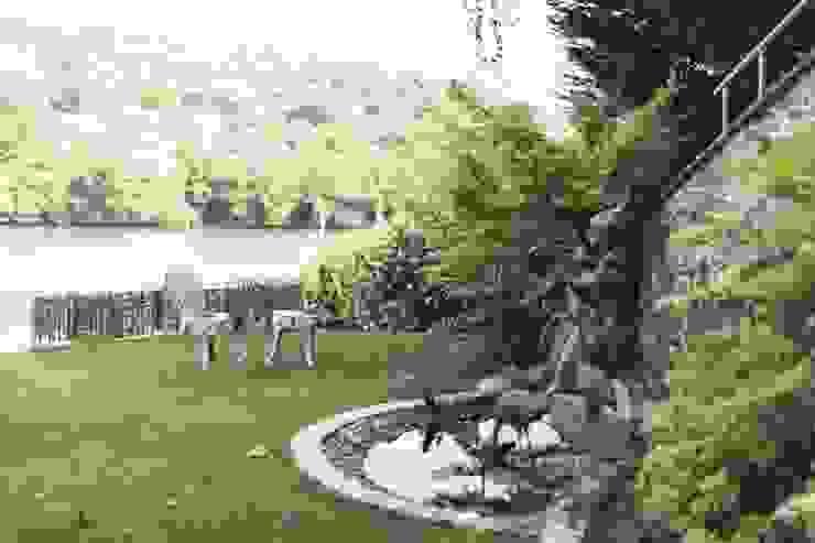 Driftwood House, Golant Modern style gardens by Laurence Associates Modern